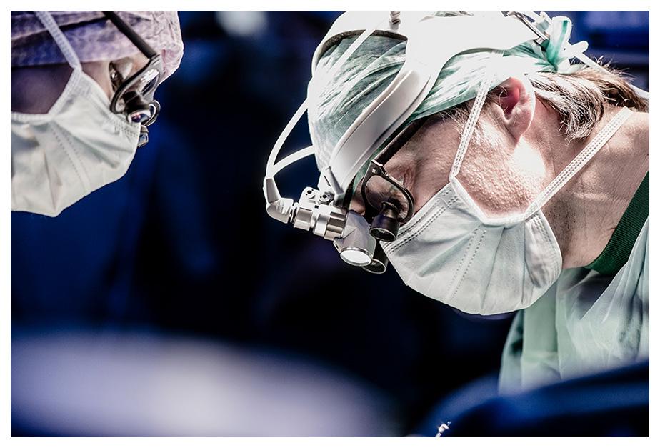 cornea_surgeon