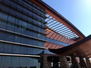 A photo of the new UCHealth Longs Peak Hospital and Longs Peak Surgery Center