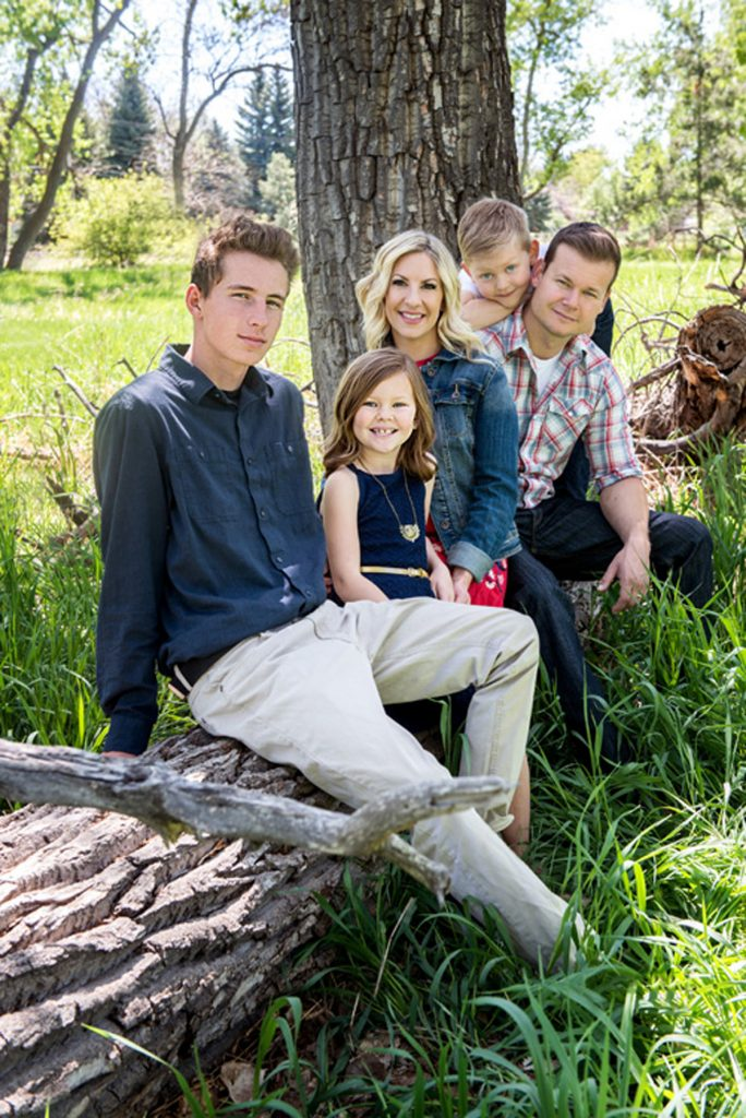 This is a photo of Melinda Ray and her family.