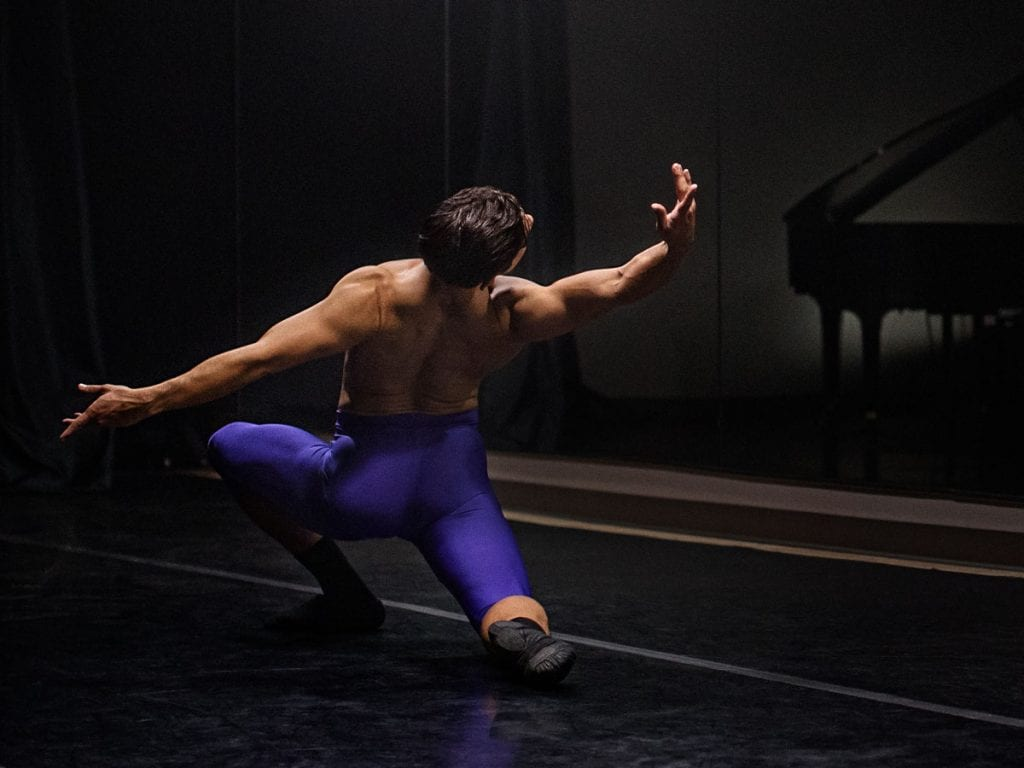 Yosvani Ramos dancing in a studio