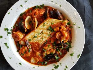 A photo of cioppino