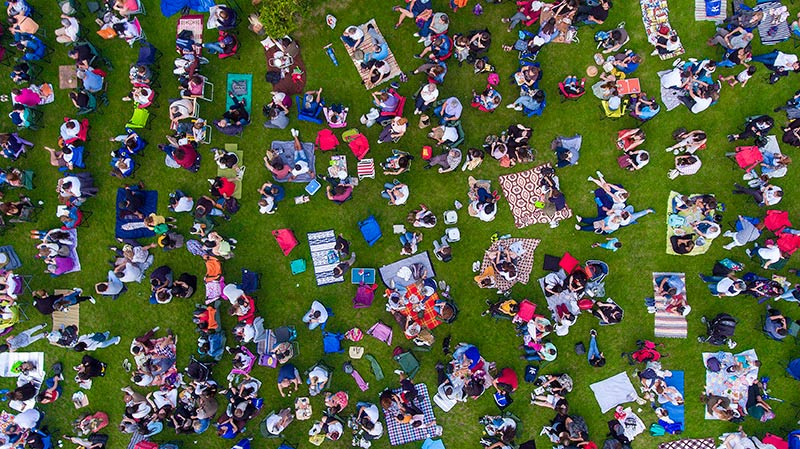 The Delta variant is causing COVID-19 to spread fast. Vaccines work well to protect you. Be careful in crowds. Photo: Getty Images.