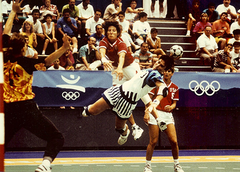 Laura Ryan playing handball in the Olymics