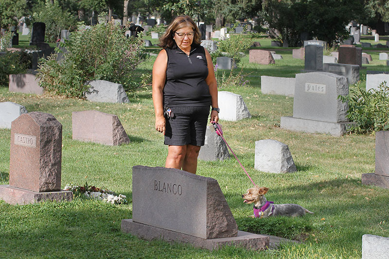 Gloria talks to her mother at her grave about being healthier and how genetics won't get in her way of staving off Type 2 diabetes.